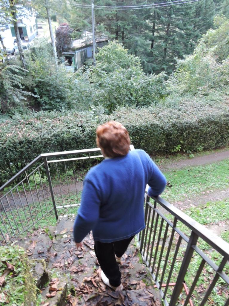 pani_schodzi_schodami_moja_toskania
