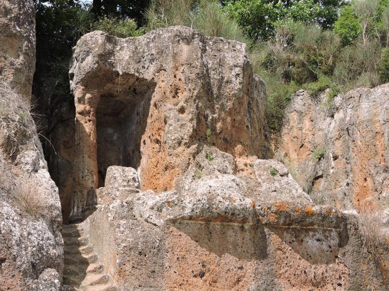 Grob Ildebrandy z bliska