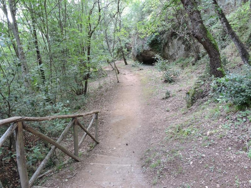 sciezka_w_parku_archeologicznym_sovana_moja_toskania