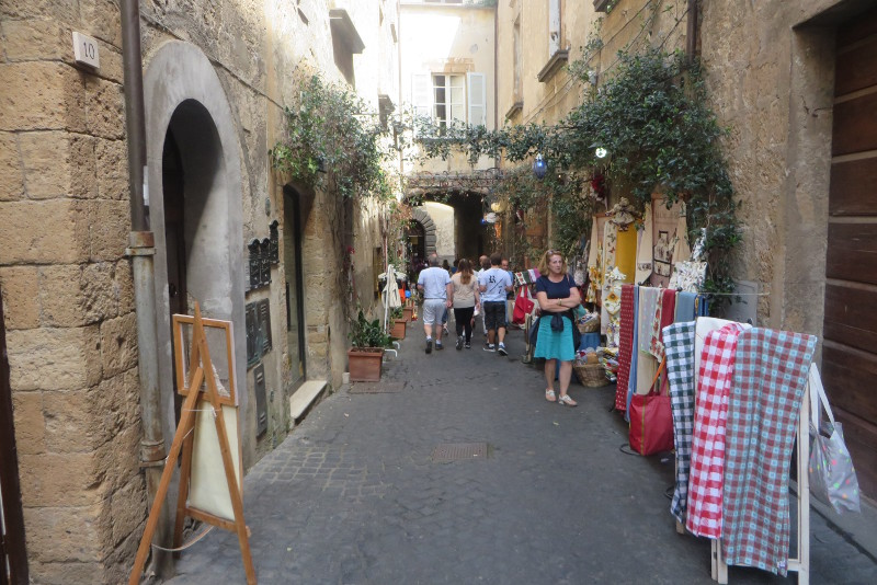 sklepiki_na_ulicy_orvieto_moja_toskania