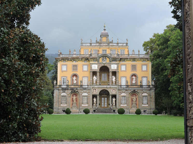 villa_torrigiani_z_daleka_camigliano_moja_toskania