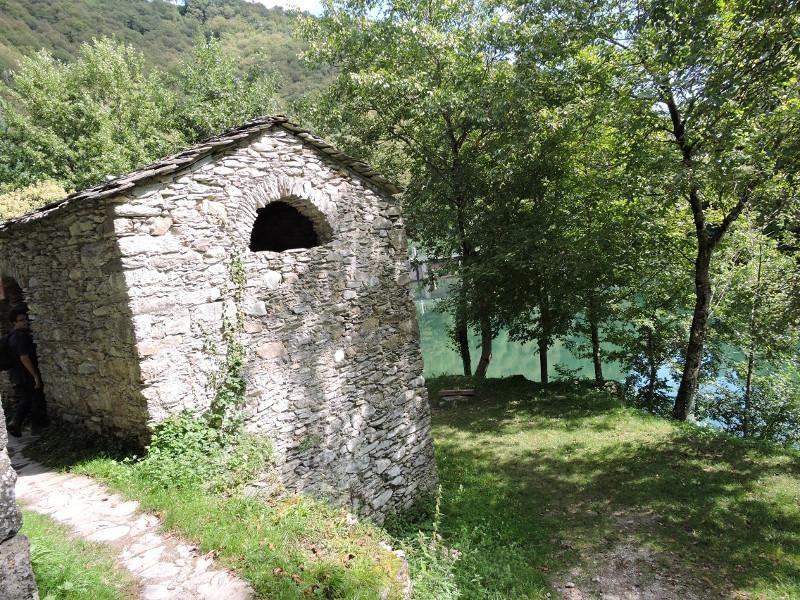 wejscie_do_budynku_isola_santa_moja_toskania