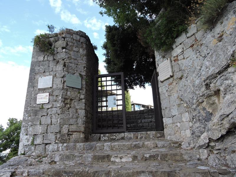 Brama wejsciowa na teren twierdzy
