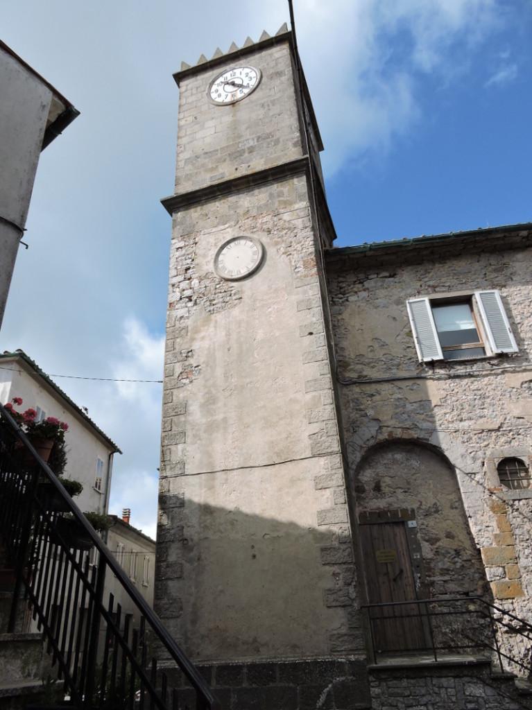 Wieza z dwoma zegarami