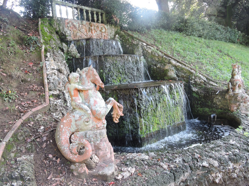 przyblizenie_fontanny_villa_oliva_moja_toskania