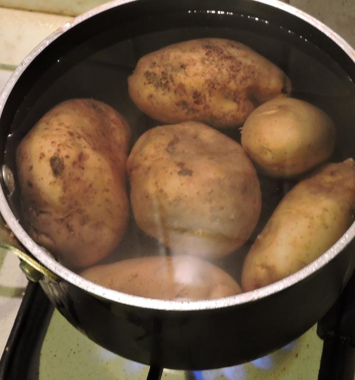 gotowanie_ziemniakow_moja_toskania