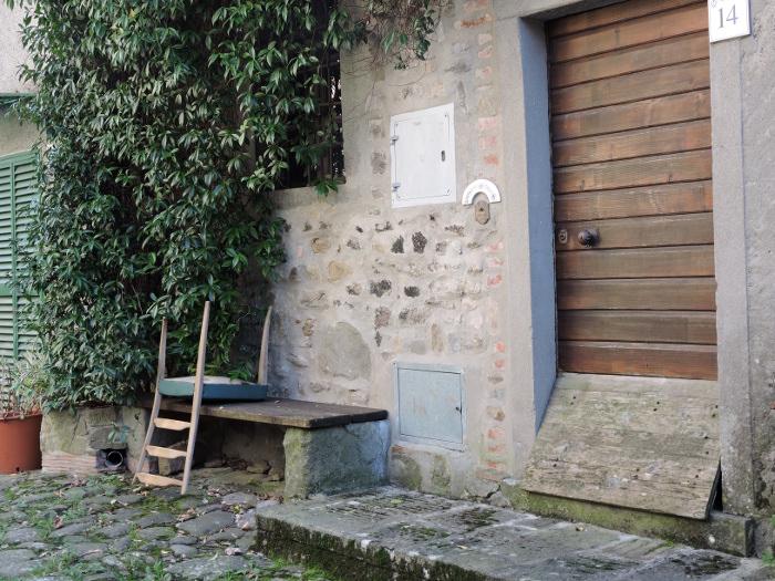 krzeslo_na_lawce_pontito_moja_toskania