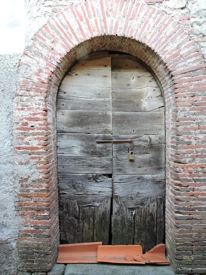 pntito_duze_drewniane_drzwi_moja_toskania