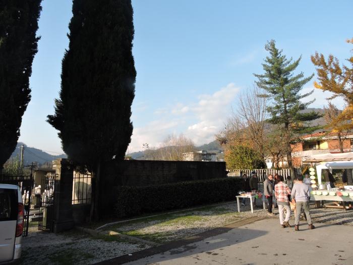 wejscie_na_cmentarz_chifenti_moja_toskania