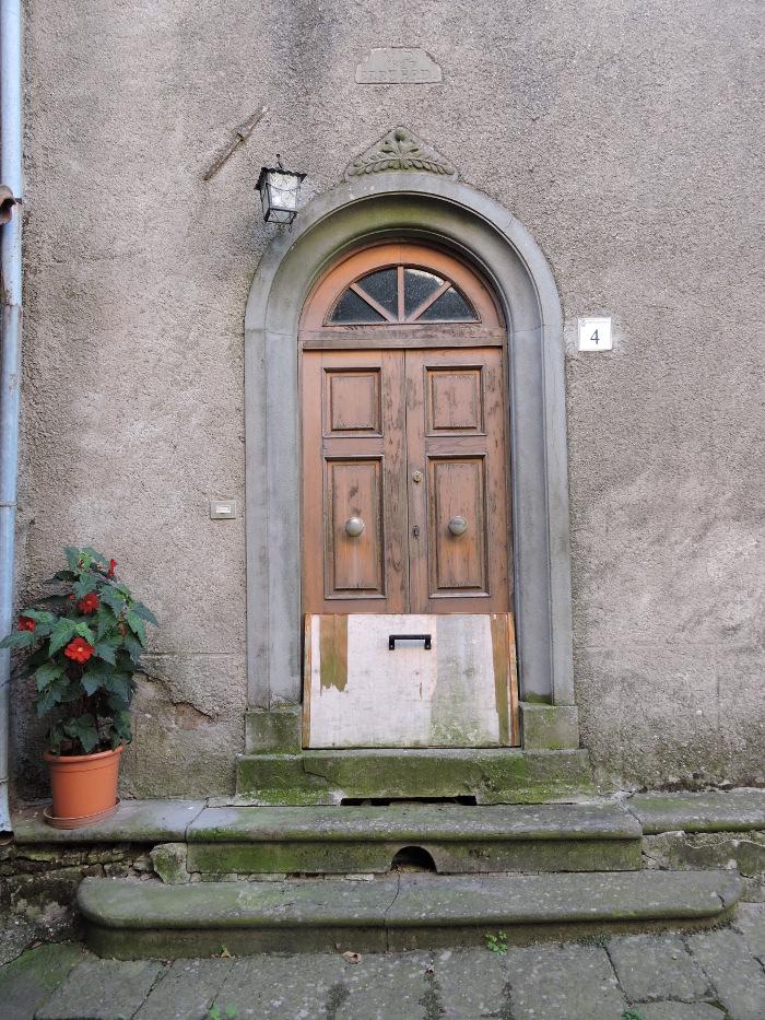 zabarykadowane_drzwi_moja_toskania_pontito