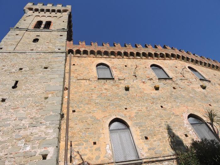 zamek_cozzile_w_sloncu_moja_toskania
