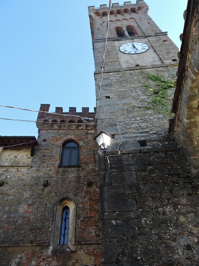 zamek_z_dzwonnica_moja_Toskania_cozzile