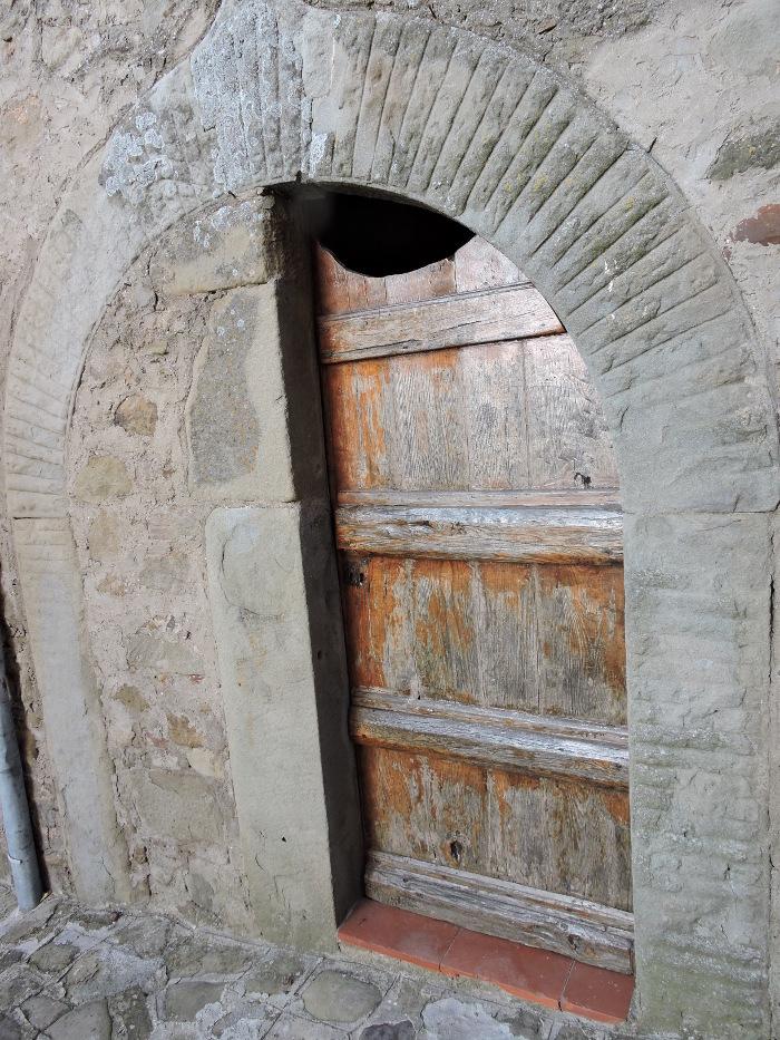 zamurowane_drzwi_w_polowie_moja_toskania_pontito