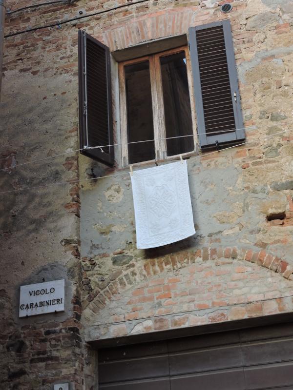 zaulek_carabinieri_moja_toskania_monticchiello