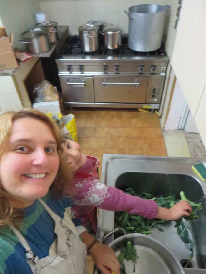 Myjemy brokuly, Julcia pomocnica :D