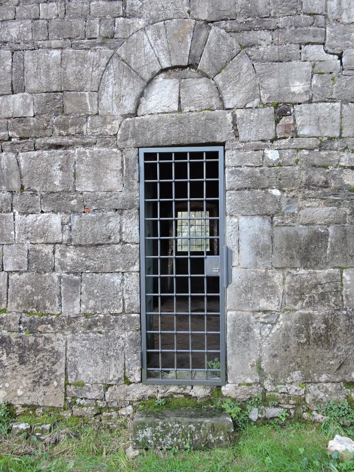 drzwi_opuszczonego_kosciola_moja_toskania