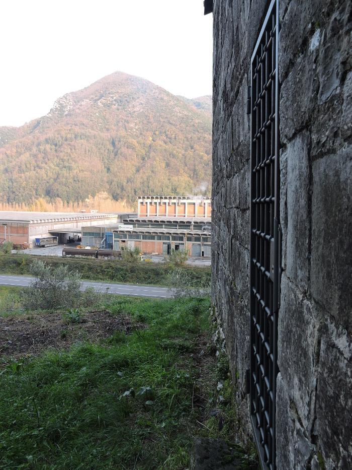 fabryka_przy_opuszczonym_kosciele_moja_Toskania