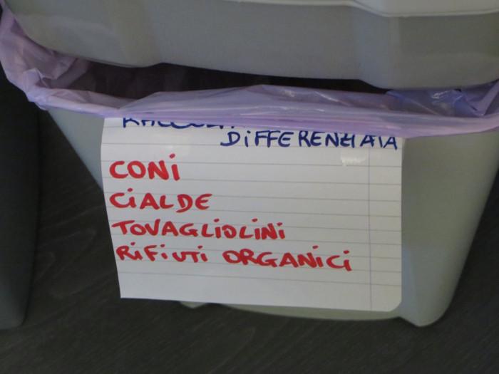 jeden_napis_na_koszu_na_smieci_moja_Toskania