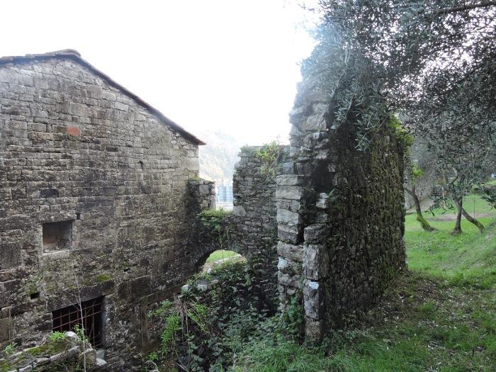 ruiny_przy_kosciele_moja_Toskania