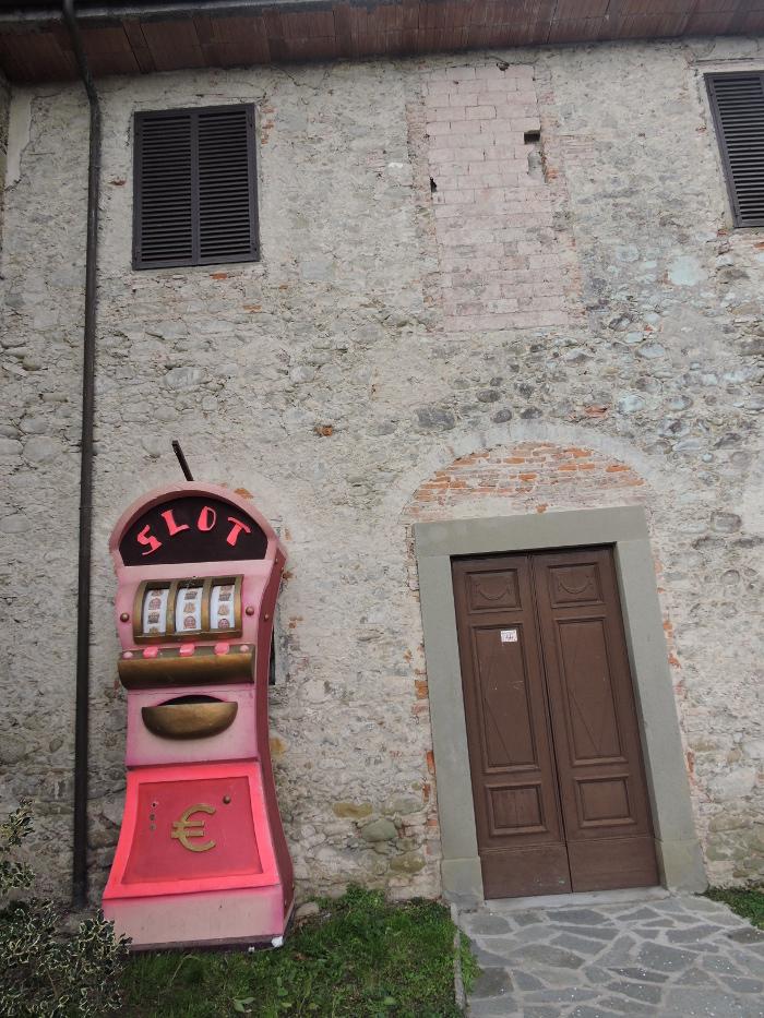 czerwona_slot_machine_moja_toskania_veneri