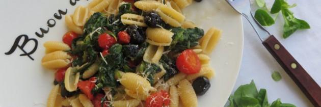 Viva la pasta! cz.41, Gnocchi sardi z roszponką i pomidorkami