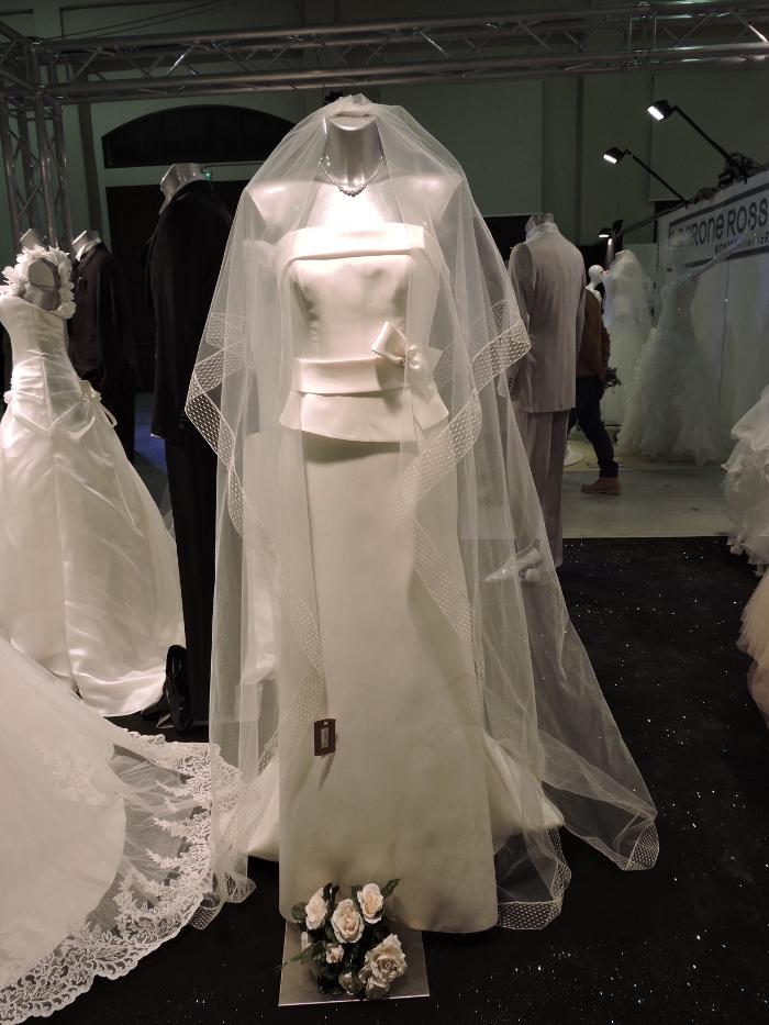 Skromna suknia slubna
