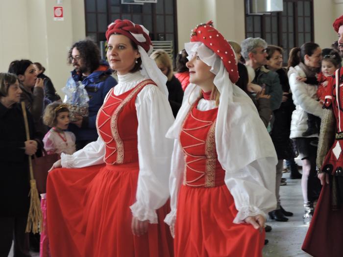 panie_z_parady_historycznej_katedra_pistoia_moja_toskania