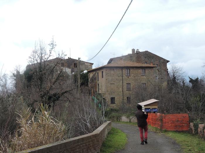 zanoszenie_domu_dla_kotow_w_toiano_moja_toskania