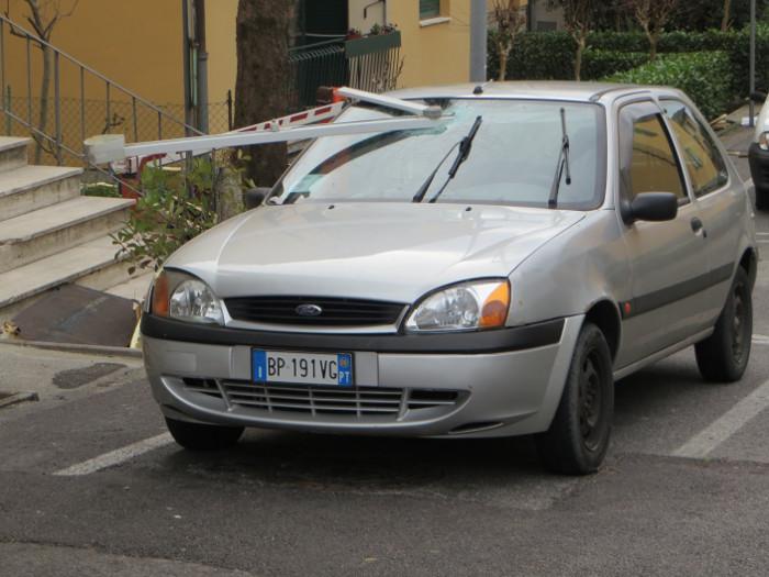 auto_z_szyba_zbita_moja_toskania_pistoia
