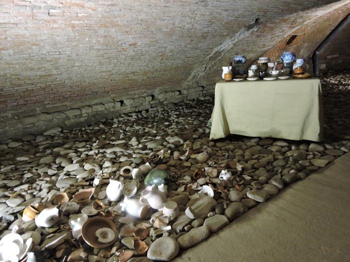 stol_z_naczyniami_podziemna_pistoia_moja_Toskania