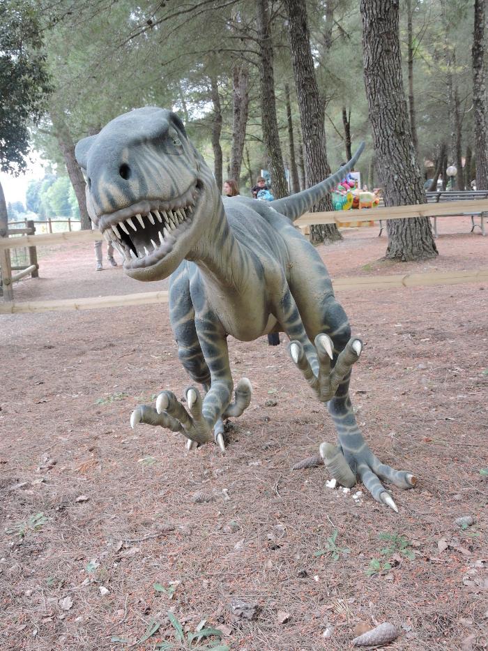 dinozaur_na_wejsciu_moja_toskania_park_prehistoryczny