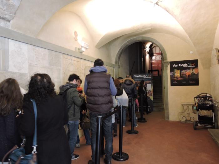 kolejka_do_wystawy_van_gogh_alive_moja_Toskania_florencja