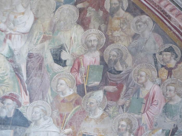 Po lewej z zielona ksiazka to Swiety Jakub, patron Pistoi
