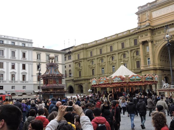 woz__z_daleka_na_placu_republiki_florencja_moja_Toskania