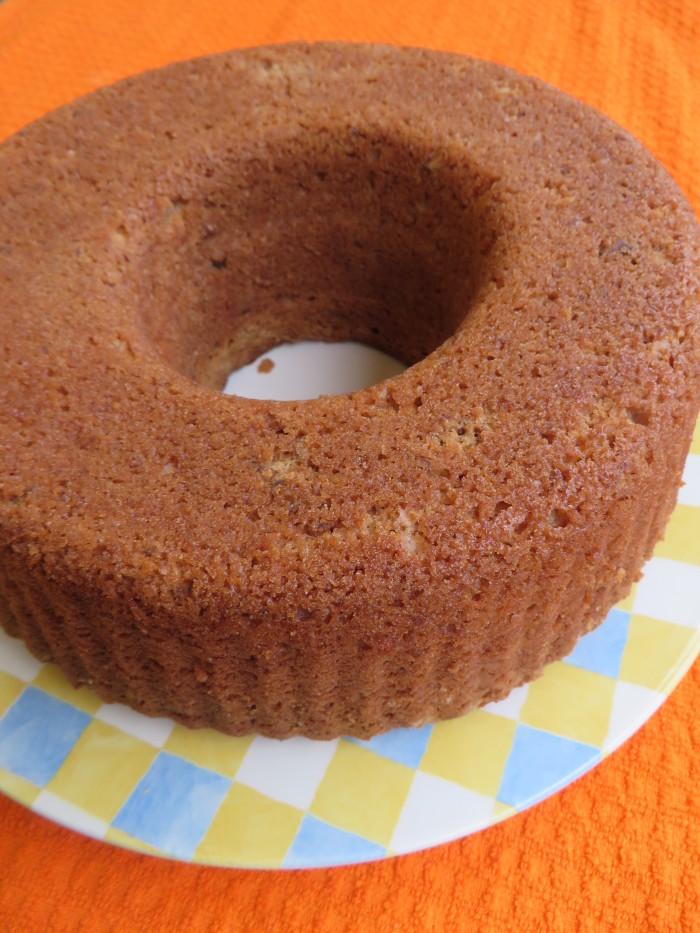 Niektorzy posypuja ciasto cukrem pudrem