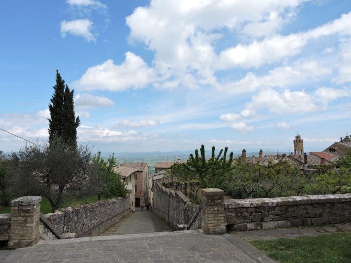 uliczka_w_dol_montalcino_moja_Toskania