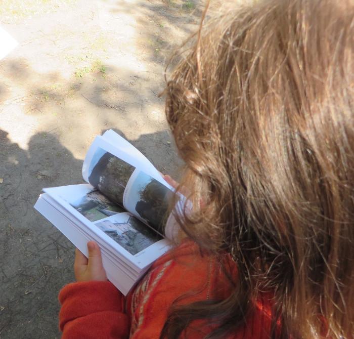 julcia_czyta_ksiazke_moja_Toskania