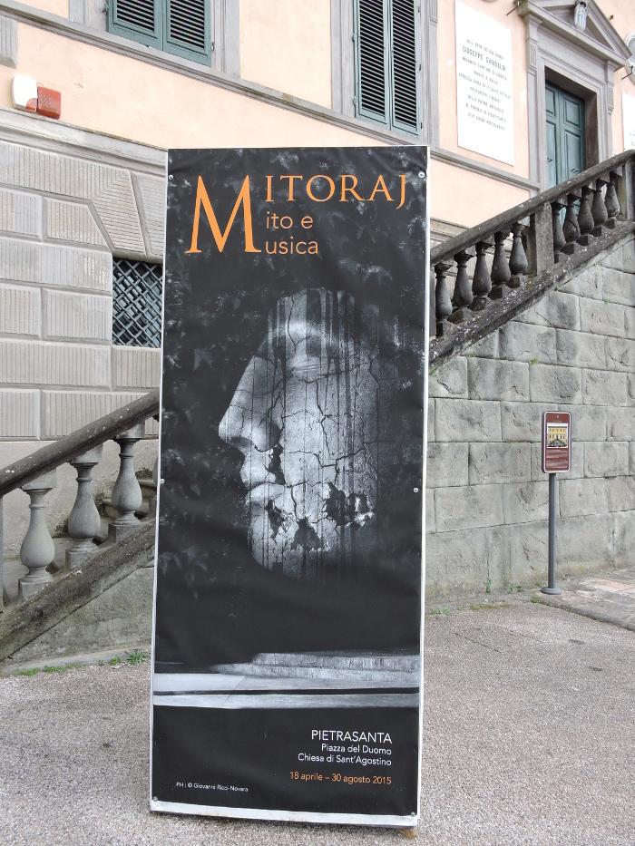 plakat_wystawa_mitoraja_moja_toskania_pietrasanta