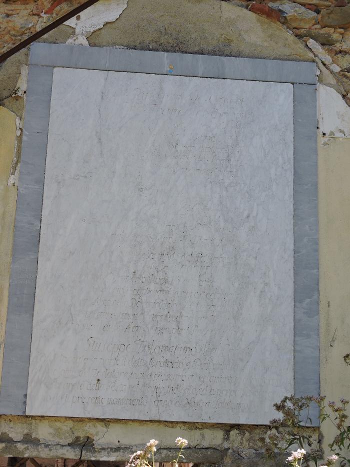 nieczytelna_tablica_na_klasztorze_w_vinacciano_moja_Toskania
