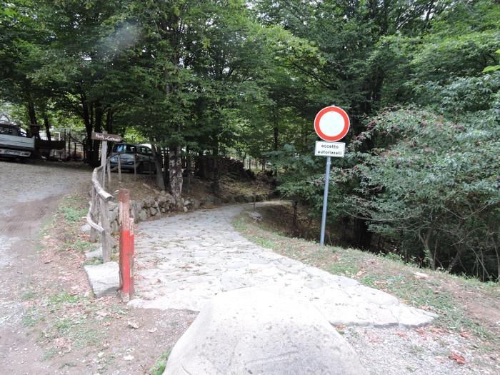 wejscie_w_strone_mostu_castruccio_moja_Toskania