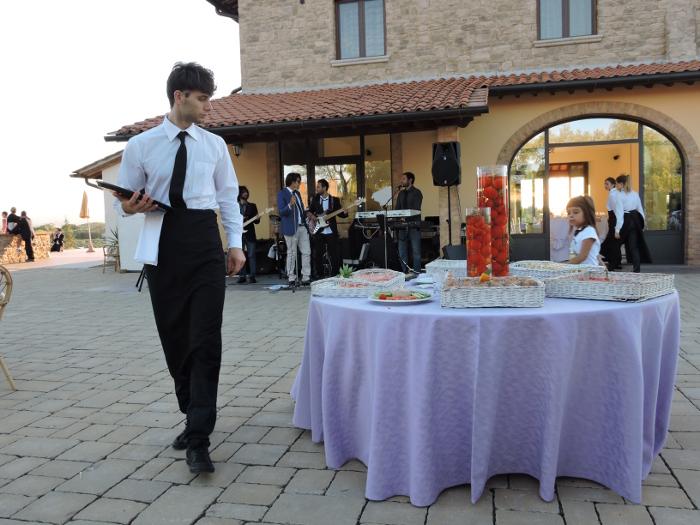 kelner_na_weselu_moja_toskania