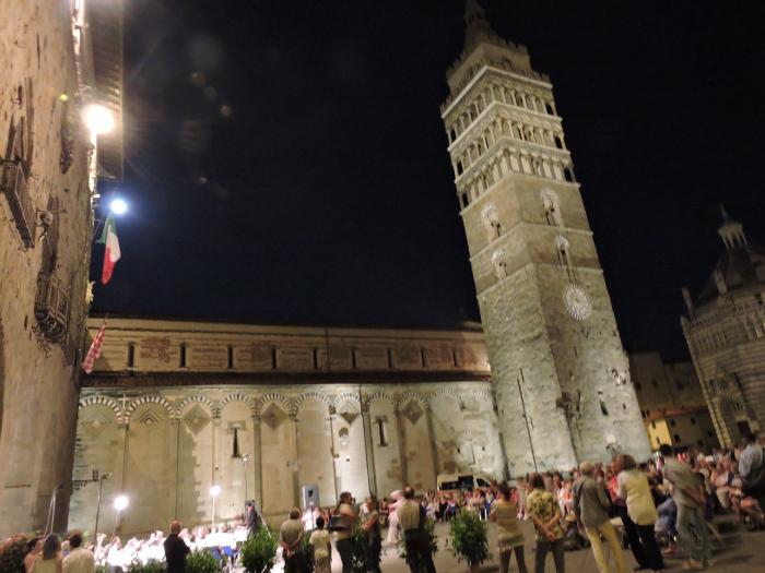 plac_katedralny_noca_moja_toskania_pistoia