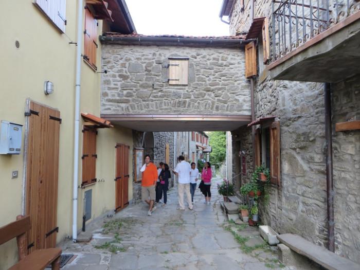 przejscie_pod_domami_moja_Toskania