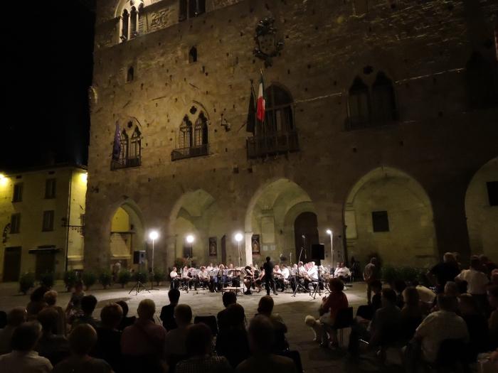 publicznosc_plac_katedralny_pistoia_moja_toskania