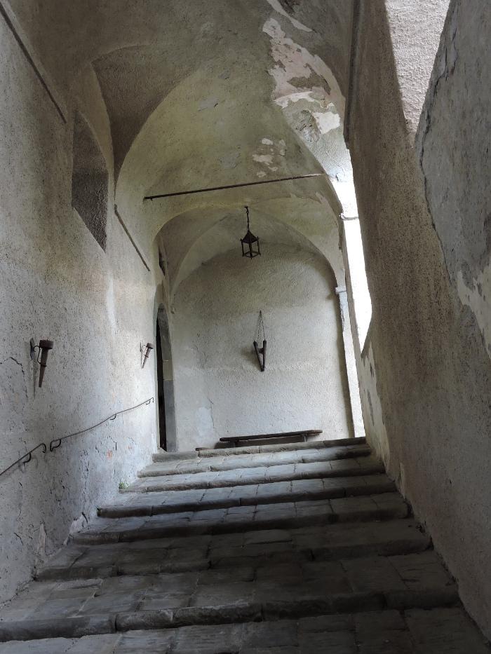 schody_zamku_w_fosdinovo_moja_toskania