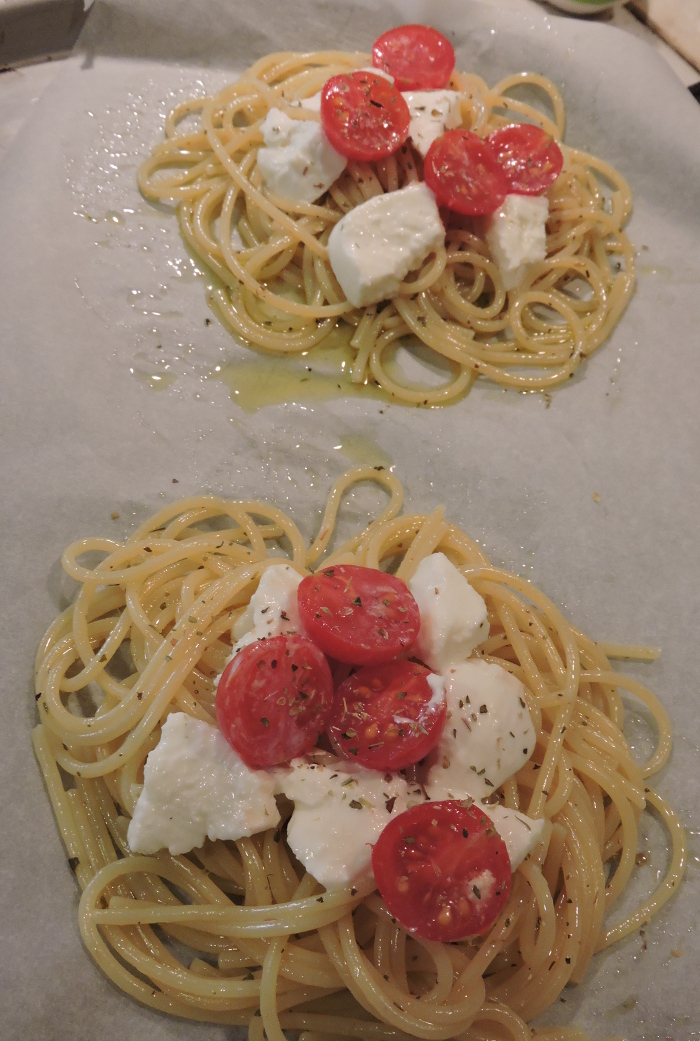 pomidorki_czeresniowe_i_mozzarella_na_spaghetti_moja_toskania
