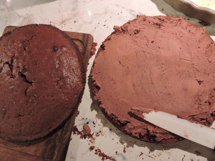 smarowanie_ciasta_kremem_moja_toskania