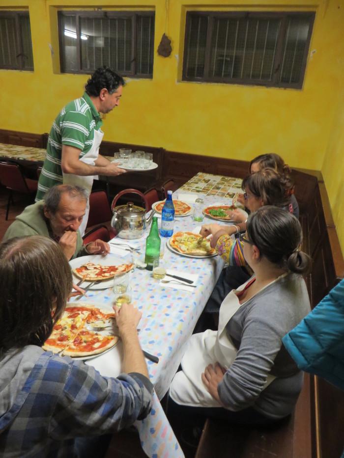 wspolne_jedzenie_moja_Toskania_pizza