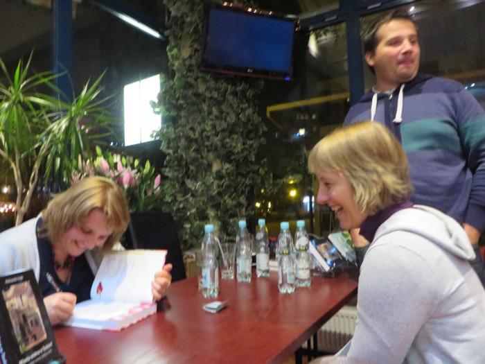 miasta_widma_podpisywanie_ksiazki_aleksandra_seghi_antich_cafe_waraszawa_moja_toskania