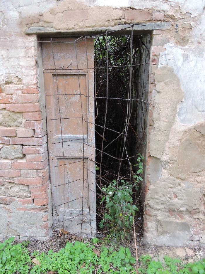 krata_przed_drzwiami_moja_toskania_toiano
